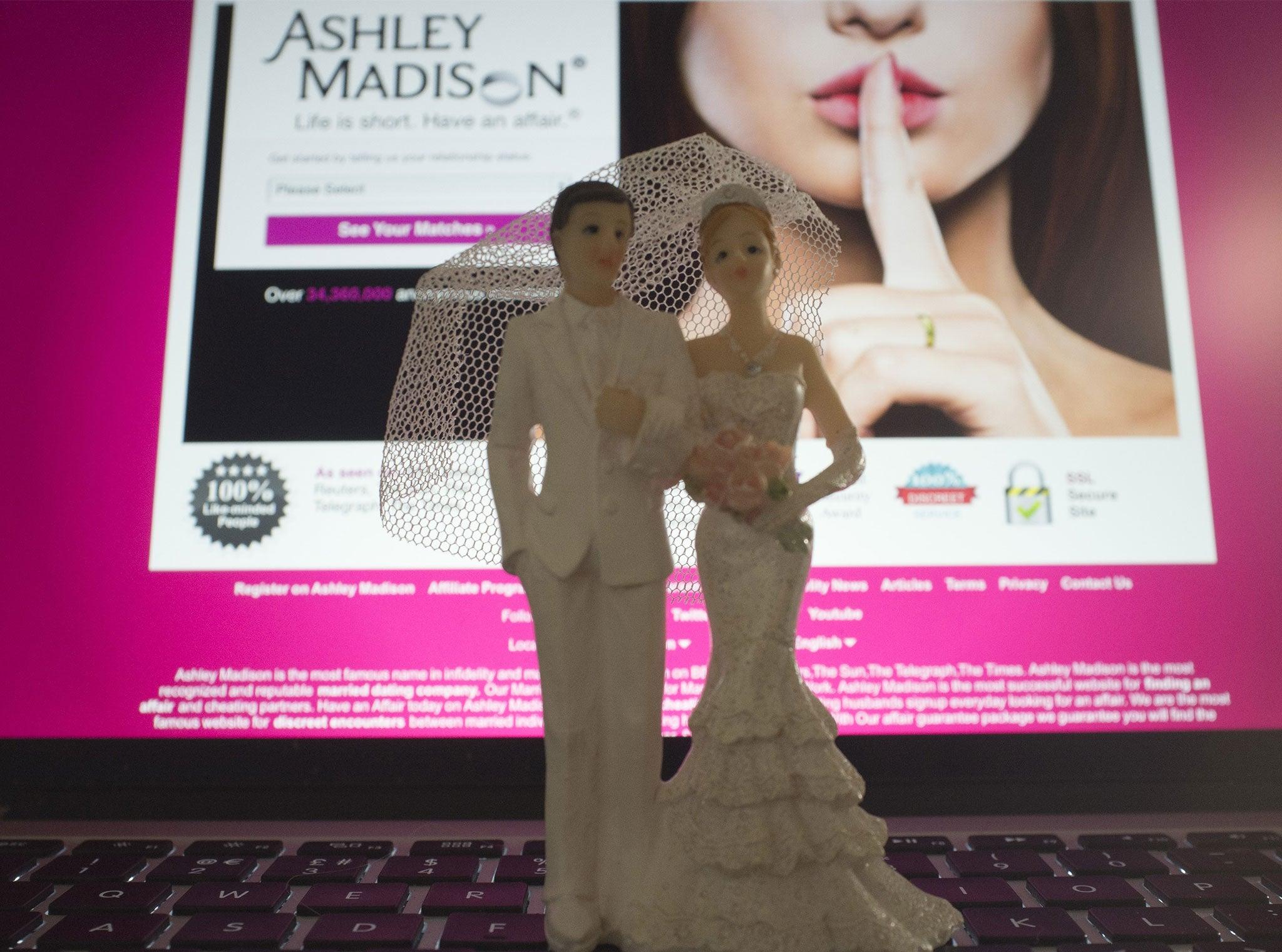 Célibataires adultes Ashley entouré
